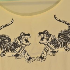 Tops - Long sleeve beige Tiger style patch Size L